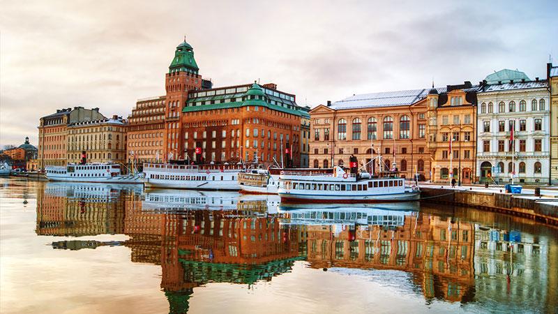 Levekostnader – priser på mat og husleie - Lekt med tanken om å flytte til Stockholm? I såfall kan det være interessant med en generell oversikt over hva du må regne med å betale for basisvarer, restaurantbesøk,…
