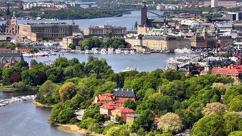Djurgarden – populær øy og bydel - Det er få steder i Stockholm som inneholder like mange severdigheter som bydelen og øya Djurgården, og den er et yndet utfluktsted for såvel innbyggere i Stockholm som for…
