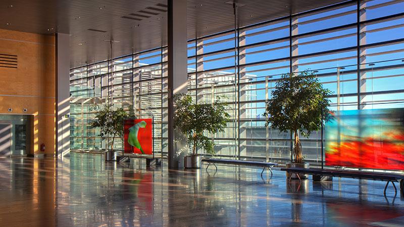 Informasjon om flyplassen Arlanda - Arlanda flyplass, eller Stockholm-Arlanda som er lufthavnens offisielle navn, er Stockholms og Sveriges største internasjonale lufthavn. Lufthavnen ligger rundt 40 kilometer nord for byen og betjener i overkant av…