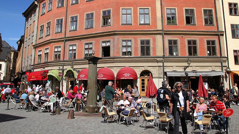Anbefalte restauranter og spisesteder - Som den verdensmetropolen Stockholm nå en gang er, er det ikke annet enn naturlig at byen også rommer noen riktig gode spisesteder. Flere av dem er belønnet med…