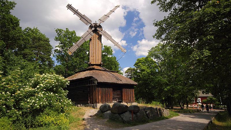 Skansen dyrepark og friluftsmuseum - I Norge er Skansen i Stockholm nok mest kjent for sin flotte allsang i fjernsynet, men faktisk er Skansen betraktelig mer enn kun det. Skansen er opprinnelig et stort…