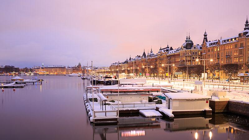 Informasjon om vær og klima - Været i Stockholm er ikke så ulikt været i andre byer som ligger på disse breddegradene, og det er nærliggende å sammenligne byen rent klimatisk med vår egen hovedstad…
